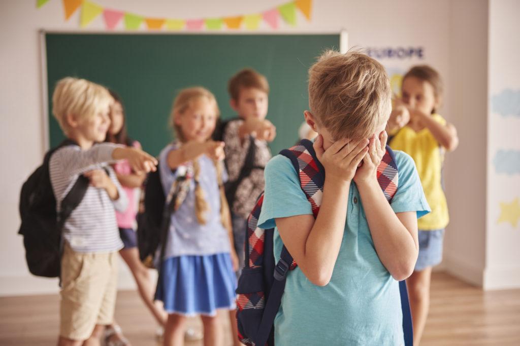 Mutyzm wybiórczy to zaburzenie, które najczęściej ujawnia się w szkole i przedszkolu
